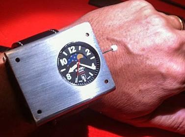 Представлены первые наручные атомные часы
