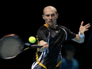 Давыденко вышел в полуфинал итогового турнира года